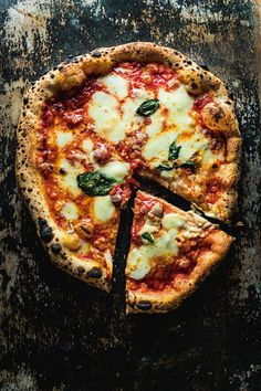 Pizza Margherita--basic but sooo good!