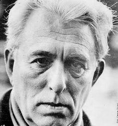 Franco Fortini, pseudonimo di Franco Lattes (Firenze, 10 settembre 1917 – Milano, 28 novembre 1994), è stato un saggista, critico letterario e poeta italiano. È considerato tra le personalità più interessanti del panorama culturale del Novecento.