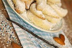 Vegane Vanillekipferl // Vegan vanilla crescence Christmas Sweets, Xmas, Vegan Recepies, Cupcakes, Candy Shop, Apple Pie, Camembert Cheese, Clean Eating, Dairy