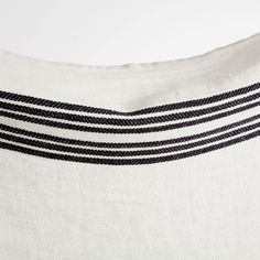 Image 4 of the product LINEN BLANKET WITH BLACK AND WHITE LINES