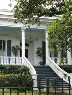 I love this house.  I wonder if it is in New Orleans?
