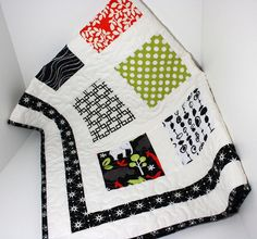 quilt - I like this type of scrap quilt that has different fabrics but something that frames or ties them together. The white framing is perfect for these large print squares and I love the border - simple and dramatic. Charm Pack Quilts, Charm Quilt, Quilting Projects, Quilting Designs, Sewing Projects, Scrappy Quilts, Easy Quilts, Charm Square Quilt, Quilt Tutorials