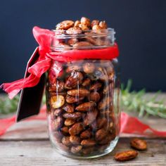 These delicious Rosemary Spiced Roasted Almonds are flavourful, crunchy and really quick and simple to make.