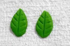 Folhas em Miniatura - Aplique em Biscuit