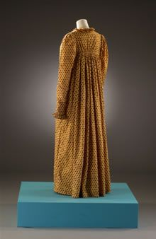This looks to be a front closing day gown similar to the pattern I'm intending on using from Past Patterns.