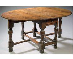 TABLE A VOLETS Bois de chêne H: 73 cm - L: 115 cm l: 48 cm (fermée) 155.5 cm (ouverte) Flandres - Epoque Louis XIII Très bel état