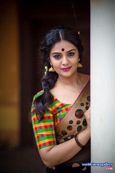 Sreemukhi in Saree Photoshoot Beautiful Girl Indian, Most Beautiful Indian Actress, Beautiful Girl Image, Beautiful Saree, Beautiful Actresses, Most Beautiful Women, Beautiful People, Beauty Full Girl, Real Beauty