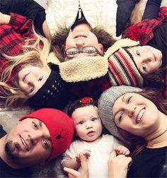 family photo idea for 2013 Christmas, parents and kids lying photo, creative Christmas family pictures