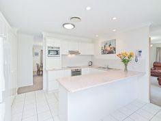 Modern u-shaped kitchen design using marble - Kitchen Photo 877284