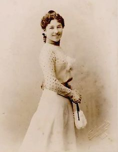 Vintage photograph of a lady.