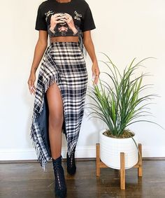 A brand dubbed Random & Chic that carries vintage fashion pieces guaranteed to make any or vintage fashion lover fall in love & stand out. Black Girl Fashion, Look Fashion, Autumn Fashion, Black Girl Style, 90s Fashion, Mode Outfits, Fall Outfits, Fashion Outfits, Womens Fashion