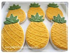 Sweet Creations by Stephanie: Wishing I was in Kauai Hawaiian Cookies, Pineapple Cookies, Fruit Cookies, Iced Cookies, Cupcake Cookies, Birthday Cookies, Pineapple Art, Fondant Cookies, Summer Cookies