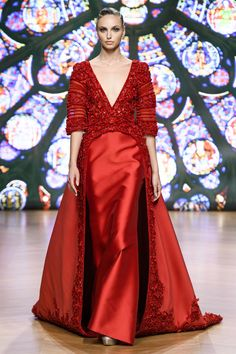 Tony Ward at Couture Fall 2018 - Runway Photos Tony Ward, Style Couture, Haute Couture Fashion, Red Fashion, High Fashion, Fall Dresses, Nice Dresses, Vintage Couture, Mode Style