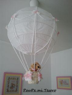 Una lámpara para una habitación infantil....