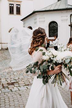 Martina Styling - svatební líčení a účesy | Martina Styling | Svatba.cz Table Decorations, Dinner Table Decorations