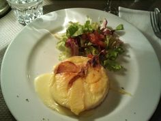 Camembert chaud avec pomme (France)