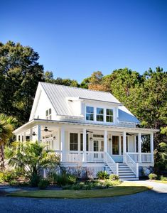 A wrap around porch makes the house look bigger … | Pinteres…