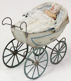 . Baby Prams, Antique Toys, Vintage Toys, Prams And Pushchairs, Dolls Prams, Baby Buggy, Old Dolls, Dollhouse Dolls, Cars