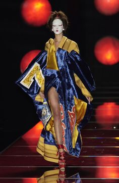 Christian Dior at Couture Spring 2003 - Runway Photos