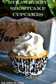 Whipped Cream Frosting Recipe    Ingredients    8ounce cream cheese    1/2 cup sugar    1 teaspoon vanilla extract    1/2 teaspoon almond extract    2 cups heavy cream