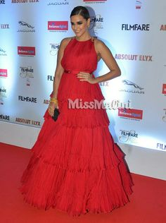 Filmfare glamour and style Awards:Neha Dhupia in Shantanu & Nikhil