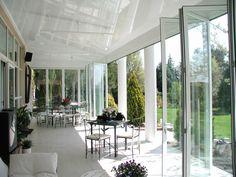 Sistema de puertas plegables para terraza House Ideas, Folding Doors, Acapulco, Curtains, Dorm Rooms