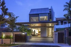 Singapore House With Sunny Roof Terrace