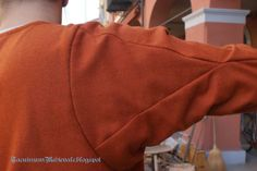 Working gown, XIV century: sleeve gusset from Herjolfsnes findings