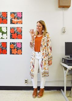 Back to School: No-Fail Teacher Outfit Ideas from 7 Stylish Teachers - EVERYDAY TEACHER STYLE - teacher first day outfit Kimono with white pants jeans, teacher outfit ideas - Casual Teacher Outfit, Cute Teacher Outfits, Teacher Outfit Summer, Teacher Dresses, Winter Teacher Outfits, Style Prof, Student Teaching Outfits, Elementary Teacher Outfits, School Teacher Style