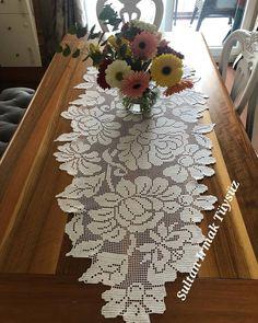 Crochet Placemats, Crochet Doilies, Crochet Lace, Crochet Patterns Filet, Holiday Crochet Patterns, Minion Pattern, Fillet Crochet, Crochet Curtains, Embroidery Motifs