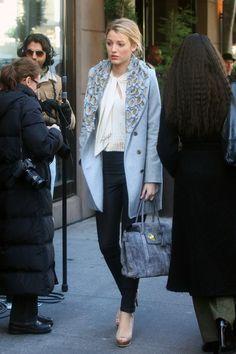Blake Lively Gossip Girl Treasure of Serena Madre Gossip Girls, Mode Gossip Girl, Estilo Gossip Girl, Gossip Girl Outfits, Gossip Girl Fashion, Gossip Girl Style, Azul Niagara, Blake Lively Street Style, Blake Lively Gossip Girl