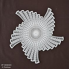 Ravelry: Maistern pattern by H.Fractal crochet centerpiece, doily makes a unique statement.This Pin was discovered by Dil Crochet Motif Patterns, Crochet Mandala, Filet Crochet, Irish Crochet, Crochet Designs, Crochet Flowers, Knitting Patterns, Crochet Table Runner, Crochet Tablecloth