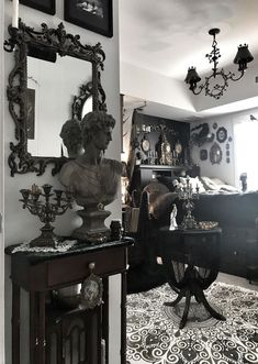 Gothic Living Rooms, Gothic Room, Gothic House, Gothic Bedroom Decor, Goth Bedroom, Dark Home Decor, Goth Home Decor, Vintage Room, Bedroom Vintage