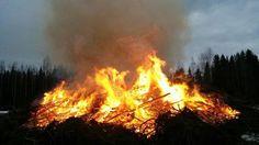 Lankalauantaina sytytetyn elävän tulen ja kitkerän savun on uskottu karkottavan noitia ja trulleja. Pääsiäiskokkoperinne elää erityisesti pohjalaismaakunnissa. Perinnekokoista ei tarvitse tehdä ilmoitusta pelastusviranomaisille, ellei tilaisuus paisu suureksi.