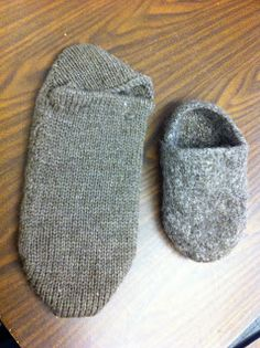 Machine Knit Felted Clog Slippers - you find the pattern here… Addi Knitting Machine, Circular Knitting Machine, Knitting Machine Patterns, Loom Knitting, Knitting Socks, Hand Knitting, Felted Slippers Pattern, Knitted Slippers, Clog Slippers