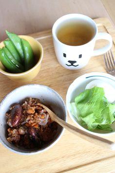 lunch on 27 Feb. 2015: leftover chili con carne, boiled snap peas & egg, butterhead lettuce, toasted Bancha tea