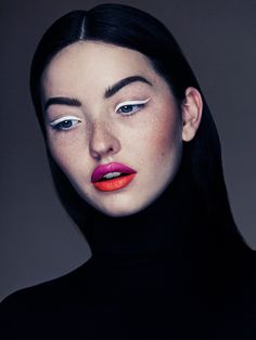 white graphic liquid liner, two-tone lips, TURTLENECK