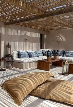 Una pérgola de madera es un modo natural de cobijarnos del sol