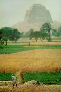 Pyramid of Medum (or Maydoom), known as the false pyramid. Sneferu IV Dynasty (3733 BC). Egypt/Kemet
