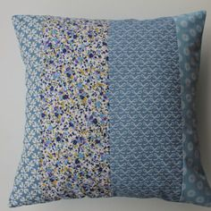 Housse de coussin 40x40 patchwork de tissus assortis bleus style scandinave