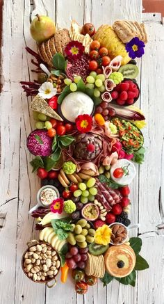 How to arranging the perfect cheese board—it is more simple than you might think. For a stunning charcuterie, fruit, and cheese plate, you just need a few staples. Charcuterie Platter, Charcuterie And Cheese Board, Antipasto Platter, Cheese Boards, Snack Platter, Platter Board, Platter Ideas, Party Platters, Best Cheese