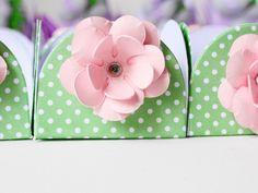 25 forminhas para bombons com tema floral.