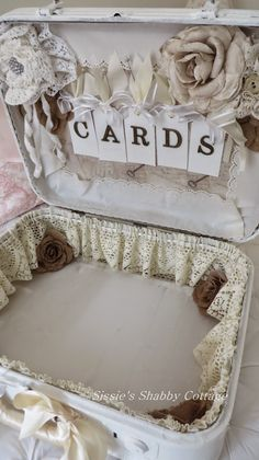 Sissie's Shabby Cottage: Vintage Suitcase for a Vintage Wedding