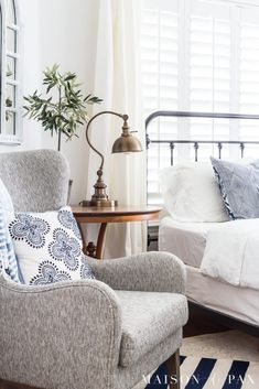 A simple, casual blue and white bedroom provides a wonderfully serene escape. These blue and white bedroom ideas are especially perfect for summer. White Bedroom, Bedroom Interior, Bedroom Furniture, Apartment Decor, White Interior Design, Blue Bedroom, Simple Bedroom, Home Interior Design, Interior Design Bedroom