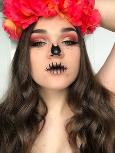 Halloween Makeup Sugar Skull, Creepy Halloween Makeup, Bff Halloween Costumes, Halloween Skull, Halloween Party, Creative Makeup Looks, Simple Makeup, Day Of The Dead Costume Dress, Makeup Artist Logo