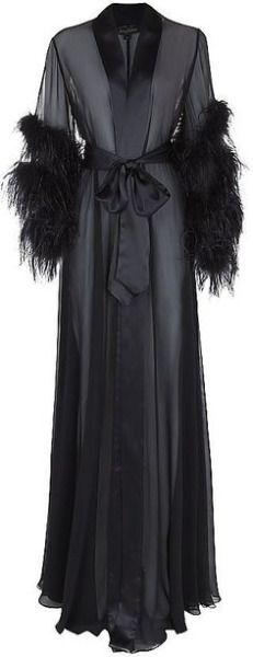 Vintage Lingerie Jenny Packham Feathered Long Robe - If you have a friend who loves the vintage look, shopping for the perfect gift can be a struggle. You might not be comfortable scouring charity shops and Vintage Glamour, Glamour Hollywoodien, Lingerie Vintage, Belle Lingerie, Hollywood Glamour, Lingerie Silk, Vintage Underwear, Black Lingerie, Classic Hollywood