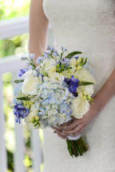 Wedding Bouquet| Long Island Wedding at Bedell Cellars via http://www.weddingcolors.net/long-island-wedding-at-bedell-cellarskristin-aaron.html | Photo by: lennonphoto.com