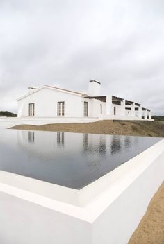 Country house pool and surrounding area by BL Design Style At Home, Future House, My House, Simple House Design, Interior Minimalista, Modern Pools, Portugal, Pool Houses, Farmhouse Design