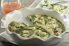 El Quiche de Claras de Huevo es el desayuno ideal. Es una receta deliciosa de claras de huevo con espárragos, muy fácil de preparar y que no te va a llevar mucho tiempo cocinarla. Va a ser un éxito con tú familia.