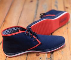 awesome pair of chukka's that would go great with casual dress for a night out Fly Shoes, Sock Shoes, Men's Shoes, Shoe Boots, Dress Shoes, Shoes Men, Semi Casual Outfit, Casual Shoes, Men Casual
